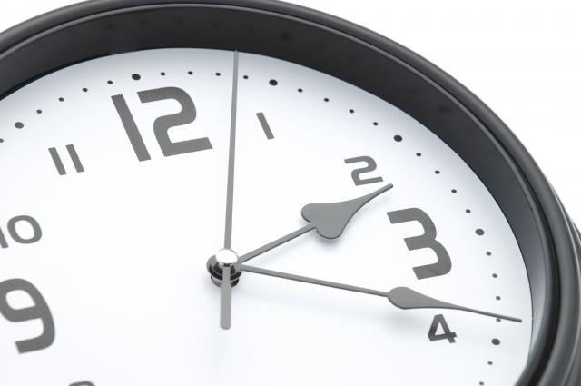 昼職の残業が不安な人!キャバクラの勤務時間って何時から何時?|ask-ware.jp